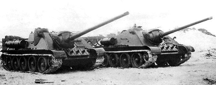 СУ-100 (слева) и СУ-85